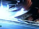 Motociclista que caiu em córrego e morreu não virou em curva; veja vídeo
