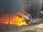 Carros pegam fogo e incêndio atinge garagem em São João da Barra, no RJ