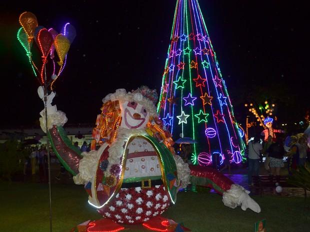 Prefeitura de Guararema inaugurou decoração de Natal neste quarta-feira (26) (Foto: Jamile Santana/G1)