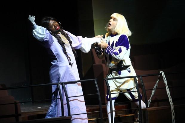 Atores homenagearam Grande Otelo (Rapunzel) e Oscarito (Romeu) em prêmio de cinema (Foto: Raphael Mesquita/Fotorio News)