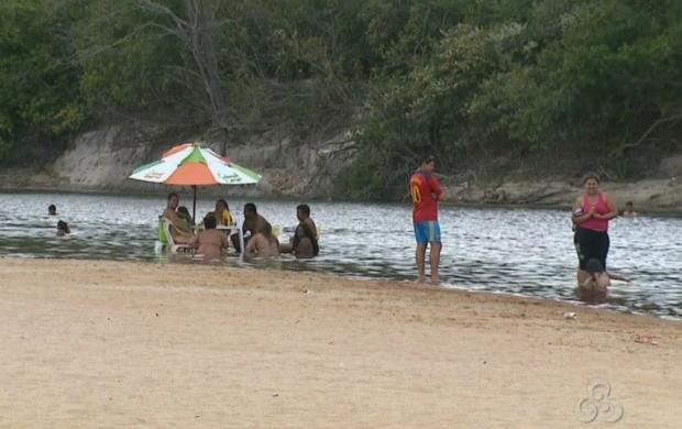 Equipes da Defesa Civil realizam trabalhos preventivos nos balneários de Boa Vista (Foto: Roraima TV)