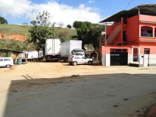Local foi limpo e garagem reconstruída (Foto: Alex Araújo / G1 MG)