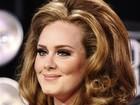 Adele sofre perseguição na internet após o nascimento do filho, diz jornal