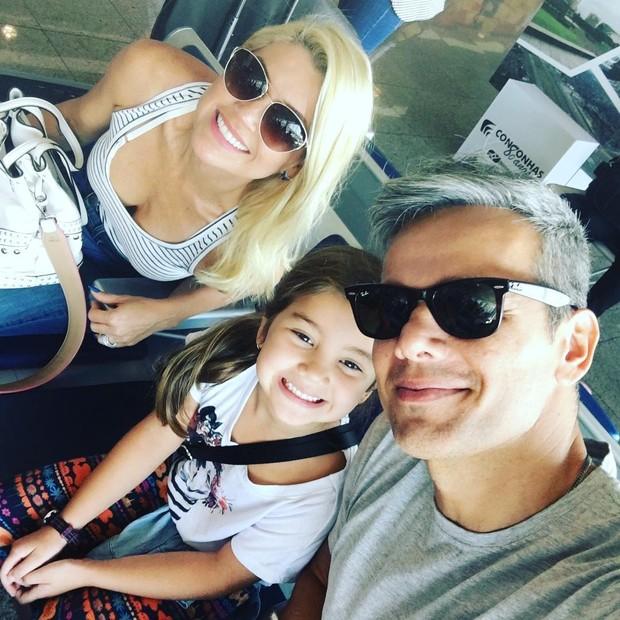 Flávia Alessandra, Otaviano Costa e a filha (Foto: Reprodução/Instagram)