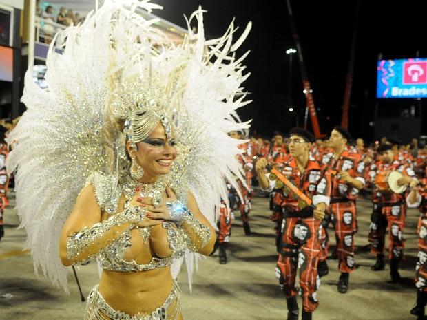 Viviane Araújo está usando uma fantasia de R$ 200 mil (Foto: Alexandre Durão/G1)