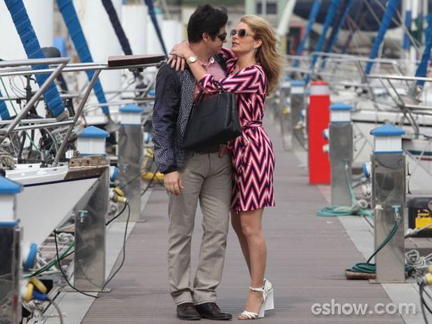 Pamela e Jonas vivem em clima de romance (Foto: Pedro Curi/TV Globo)