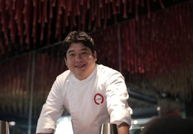 O chef Mitsuharu Tsumura, do restaurante de alta gastronomia Maido no Peru (Foto: Reprodução/YouTube)