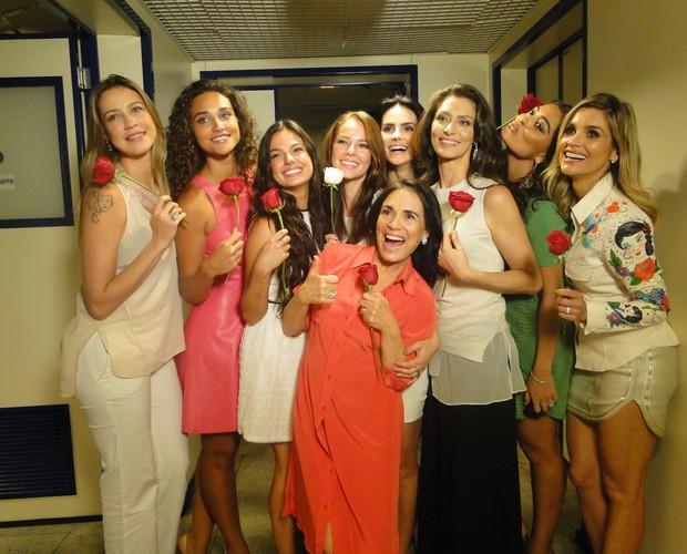Mulheres com rosas Roberto Carlos (Foto: Domingão do Faustão / TV Globo)