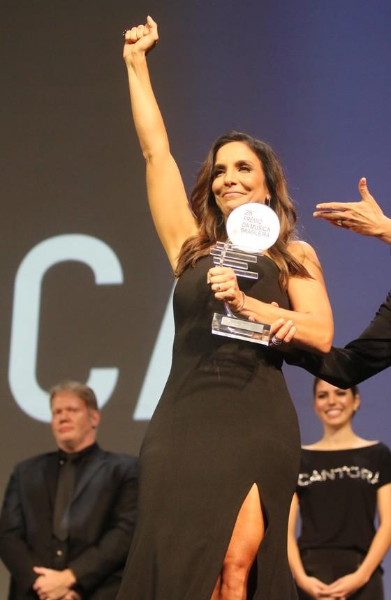 """Ivete Sangalo ganhou o troféu de Melhor Cantora na categoria Canção Popular e cantou o sucesso """"Sangue Latino"""", do repertório de Ney Matogrosso (Foto: Ag News)"""