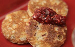 Panqueca doce com cranberry e geleia de framboesa
