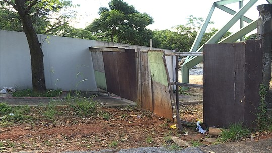 População reclama da falta de estrutura de dois dos maiores cemitérios de Belo Horizonte