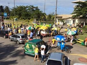 Manifestantes se reúnem no Bairro 13 de Jullho (Foto: Tassio Andrade/G1)