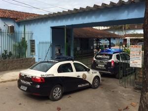 Polícia faz perícia no Centro Espírita Lar de Fre Luiz, na Zona Oeste (Foto: Matheus Rodrigues/G1)
