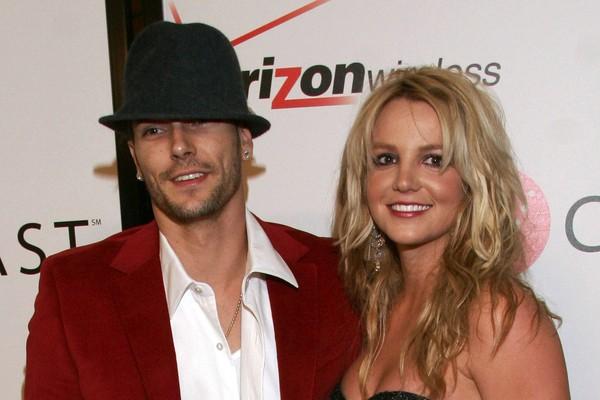Não apenas Kevin Federline descobriu através de uma mensagem de texto que Britney Spears ia pedir o divórcio, como o momento da sua reação foi gravado e colocado no youtube, e acabou viralizando (Foto: Getty Images)