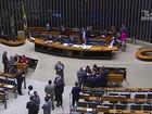 Deputados analisam a denúncia contra Temer e dois de seus aliados
