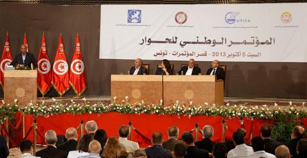 Foto mostra os líderes dos grupos integrantes do Quarteto de Diálogo Nacional da Tunísia durante uma conferência em Túnis em 2013 (Foto: Zoubeir Souissi/Reuters)