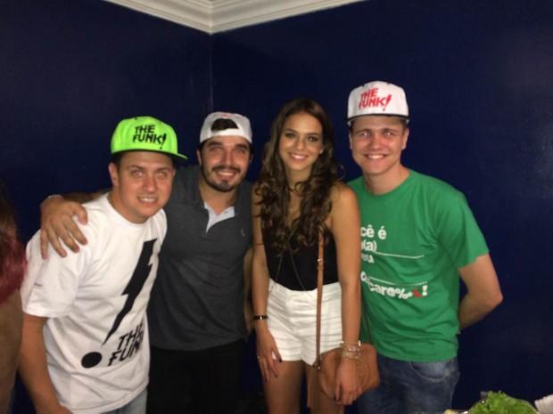 Bruna Marquezine com o grupo The Funk (Foto: Divulgação  )