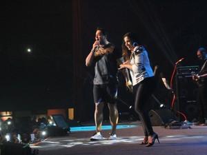 Anitta dança em show do Harmonia do Samba no Rio (Foto: Graça Paes/ Foto Rio News)
