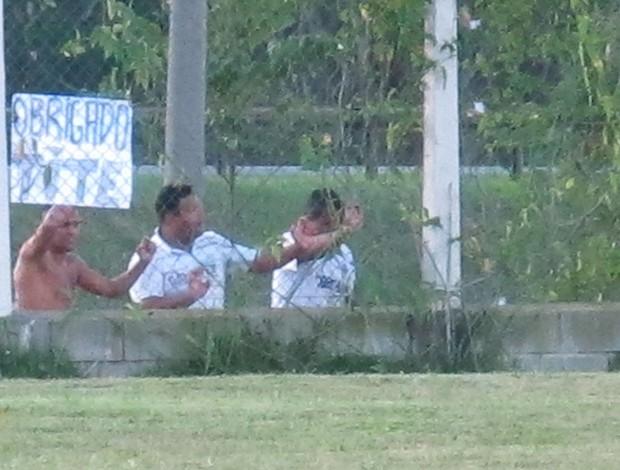 Torcedores exibem cartaz de agradecimento a Tite (Foto: Carlos Augusto Ferrari / Globoesporte.com)