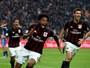 Luiz Adriano garante vitória do Milan, e Toloi é expulso na derrota do Atalanta