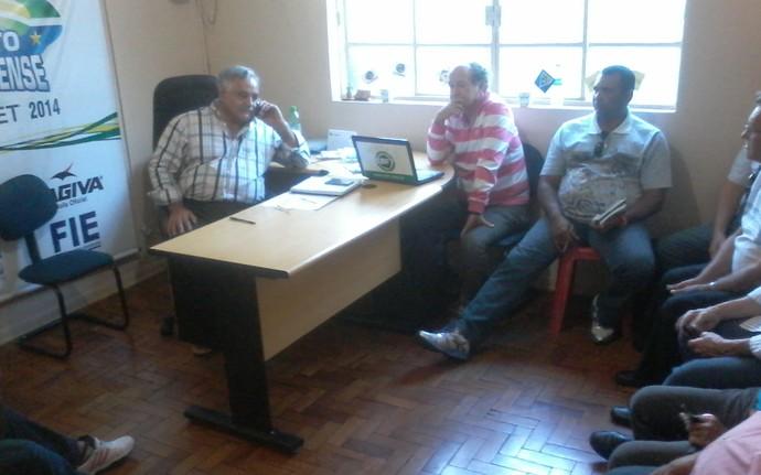 Reunião do conselho arbitral da Série B estadual (Foto: Hélder Rafael)