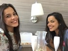 Ex-BBB Emilly mostra foto de café da manhã com Mayla em quarto de hotel