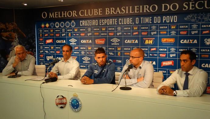Judivan e médicos do Cruzeiro (Foto: Marco Antônio Astoni)