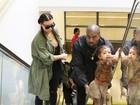 Kim Kardashian e Kanye West fazem compras com a filha, North