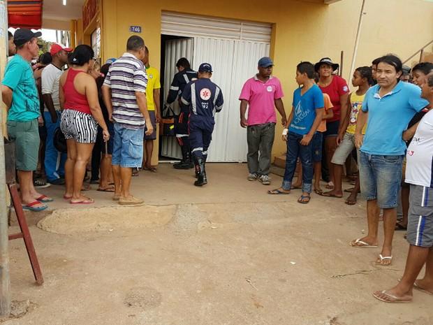 Vítima foi socorrida pelo SAMU, mas morreu a caminho da UPA (Foto: Weslei Santos/Blog do Sigi Vilares)