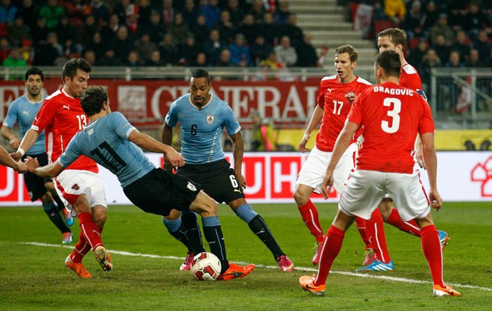 Alvaro Pereyra Gol Uruguai contra Austria amistoso (Foto: Reuters)