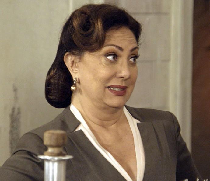 Anastácia pede que Maria não use mais o uniforme (Foto: TV Globo)