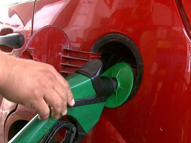 Com aumento do preço da gasolina, consumidores começam a buscar pelo etanol (Foto: Reprodução/TV Gazeta)