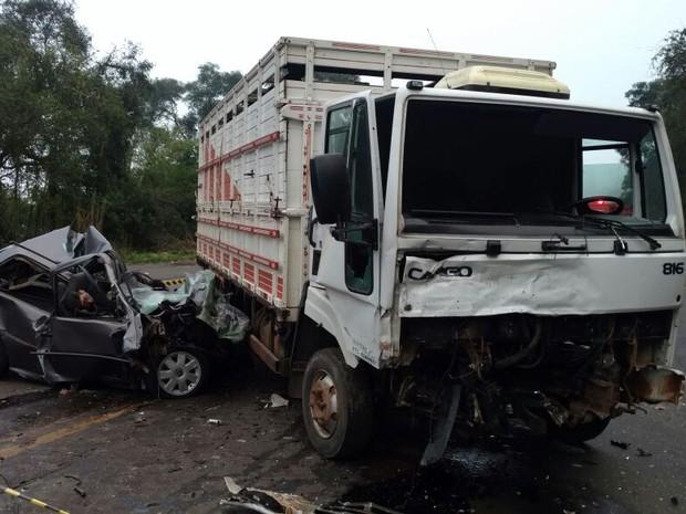 Acidente na BR-386 em Pouso Novo (Foto: Divulgação/PRF)