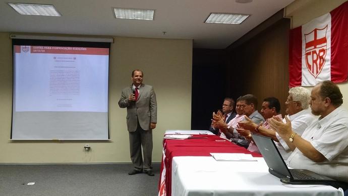 Aclamação do presidente do CRB foi feita simbolicamente, sob aplausos  (Foto: Paulo Victor Malta/GloboEsporte.com)