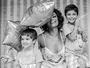 Juliana Paes abre a semana sorridente ao lado dos filhos