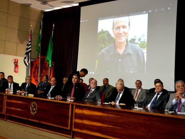 Vereador eleito em Piracicaba, Lóca (PPS), morto em acidente, foi homenageado em cerimônia  (Foto: Claudia Assencio/G1)