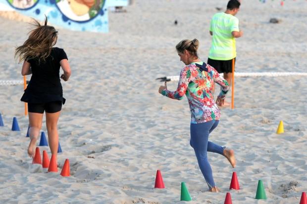 Guilhermina Guinle treina na praia (Foto: André Freitas / AgNews)