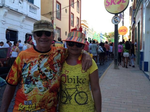 Casal cearense George Figueiredo e Anaelisa Oliveira brinca em Olinda há 15 anos (Foto: Lorena Andrade / G1)