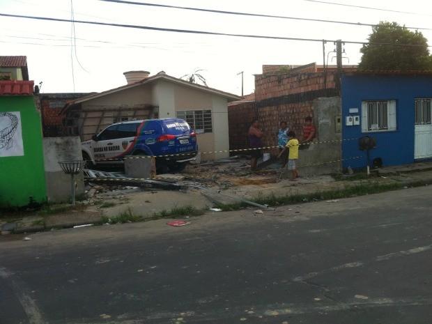Suspeito de crime aproveitou descuido de policiais e roubou viatura da polícia, em Manaus (Foto: Marcos Dantas/G1 AM)