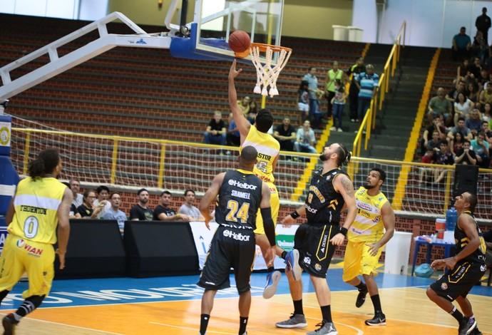 Campo Mourão x Mogi das Cruzes NBB basquete (Foto: Valmir de Lara/Divulgação)