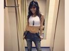 Anitta mostra look do dia - e a barriguinha - em foto na web