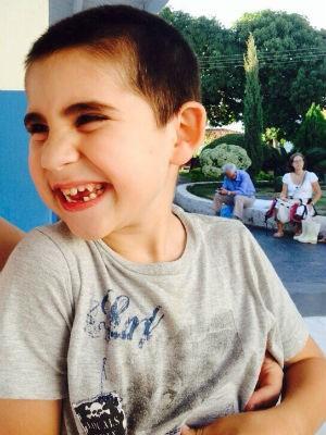 Miguel começou a apresentar os primeiros tremores com um ano e dez meses (Foto: Arquivo Pessoal)