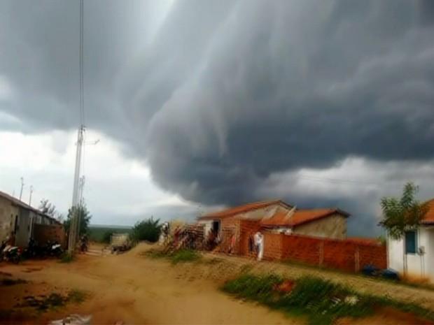 Super nuvem apareceu em Tabuleiro do Norte (Foto: Reprodução/TV Verdes Mares)