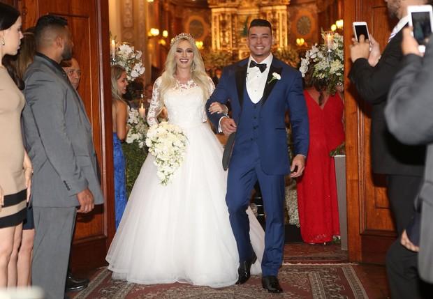 Vestidos para noivas de busto grande Juju Salimeni