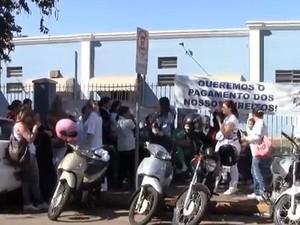 Funcionários da Santa Casa de Leme fazem paralisação por reajuste (Foto: Lemeonline.com)