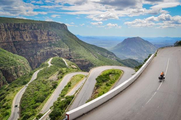 Estrada na Serra da Leba, em Angola (Foto: Creative Commons/jbdonane)