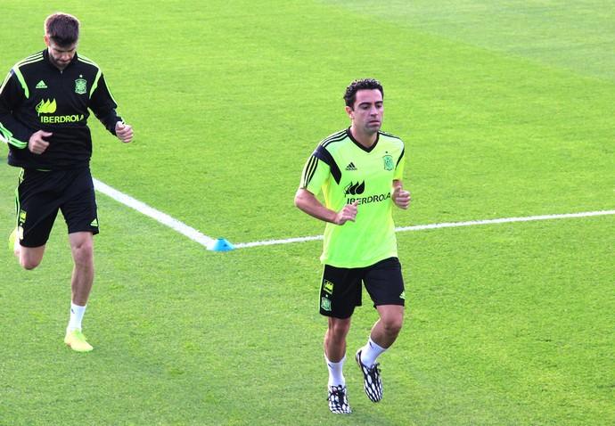 Pique e Xavi Treino Espanha (Foto: Alexandre Alliatti)