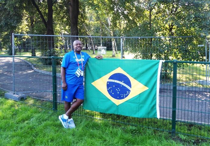 Massagista prudentino se divide entre seleção de atletismo e Grêmio-PP (Foto: Arquivo pessoal / Jorginho)