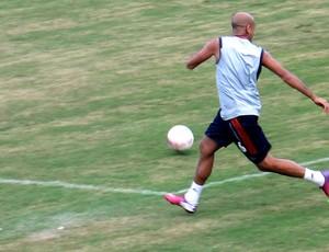 Carlinhos treino Fluminense (Foto: Fabio Leme)