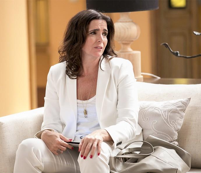 Rebeca fica apreensiva depois que Teodora a viu com Aparício (Foto: Isabella Pinnheiro/Gshow)
